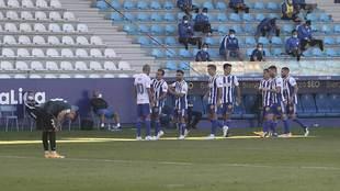 Valcarce celebra con Yuri, autor del pase, el segundo gol de la Ponfe...