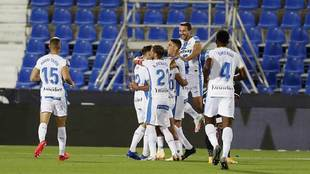 Los jugadores del Leganés celebran en Butarque uno de sus tres goles