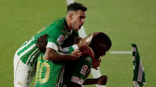 Sanabria y William, celebrando un gol