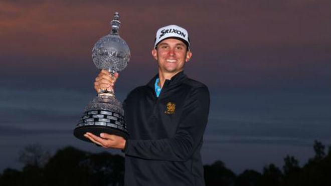 John Catlin, con el trofeo de ganador del Open de Irlanda.