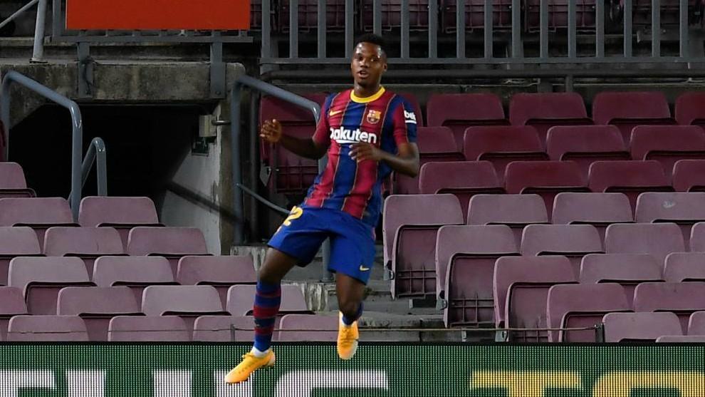 Ansu Fati celebra uno de los goles ante el Villarreal.