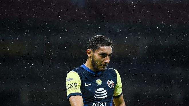 Santiago Cáceres también salió lesionado en el Clásico Joven.