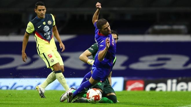 José Rivero fue derribado por Oscar Jiménez y la jugada no se...