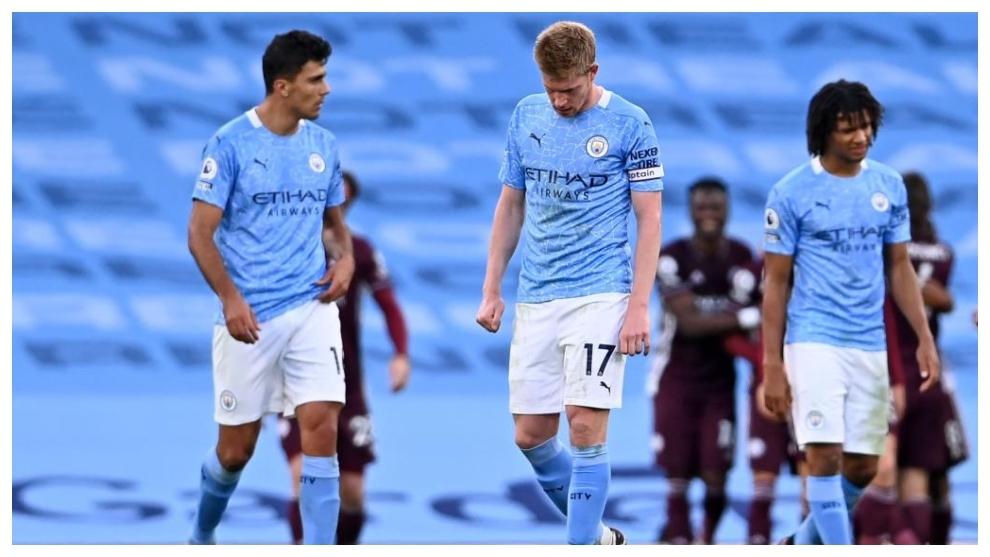 Rodri junto a De Bruyne tras la derrota del City ante el Leicester