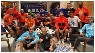 Joao Miranda posa en la foto junto a la 'Armada' brasileña...