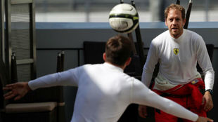 Vettel y Leclerc se activan antes de la carrera de Rusia jugando al...