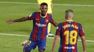 Ansu Fati en festejo de gol junto a Jordi Alba.