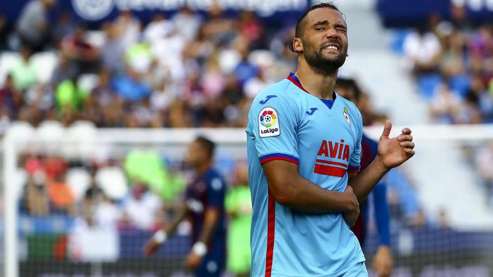 Quiqeu González se queja durante un partido del Eibar