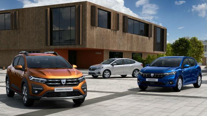 Los Dacia Sandero (derecha), Sandero Stepway (izquierda) y Logan...