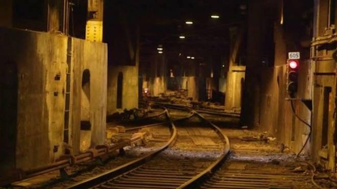 Imagen de las vías del tren subterráneas de la estación Grand...