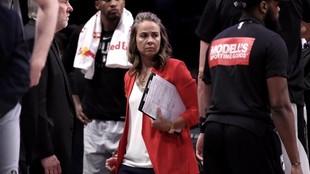 Becky Hammon, en un tiempo muerto de los Spurs.