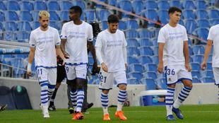 Los jugadores realistas saltaron a Anoeta con camisetas de apoyo a...