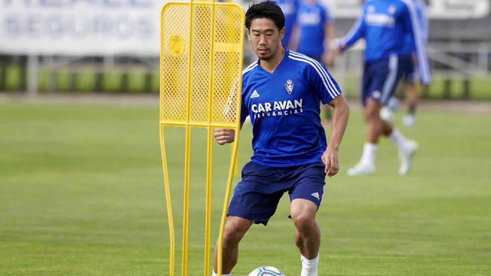 El japonés, durante un entrenamiento con el Zaragoza.