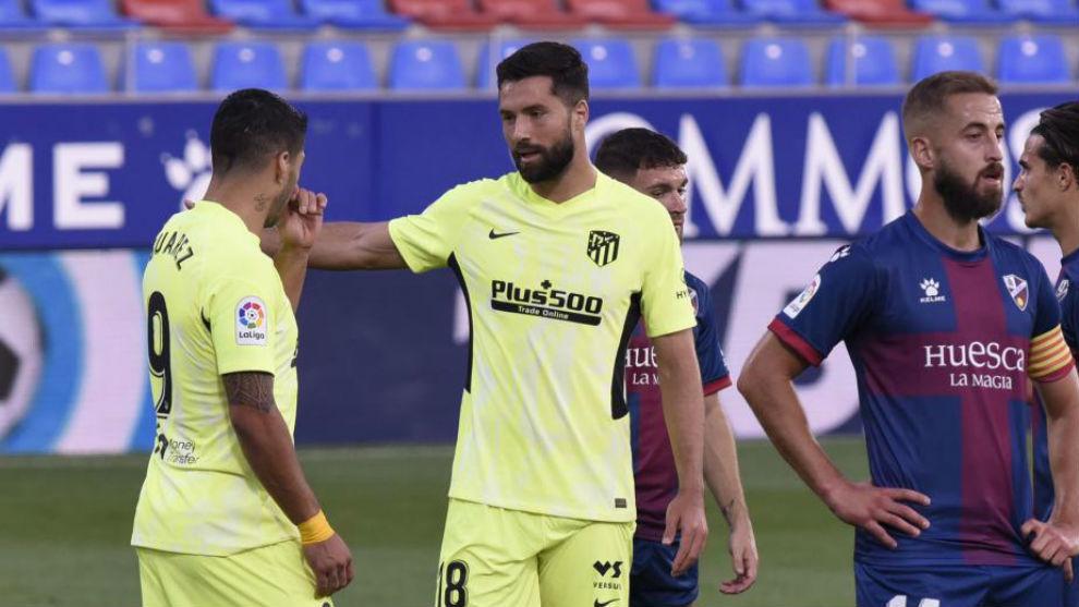 Felipe y Suárez conversan con el juego interrumpido.