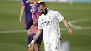 Benzema se lamenta tras una ocasión.
