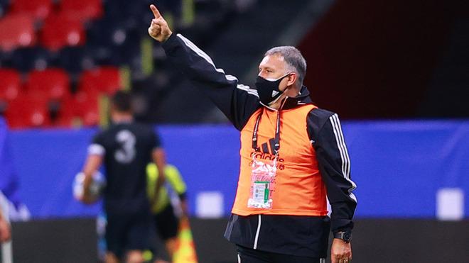 Durante el partido amistoso ante Guatemala en el Estadio Azteca.