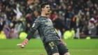Courtois celebra un gol del Madrid en LaLiga 19-20