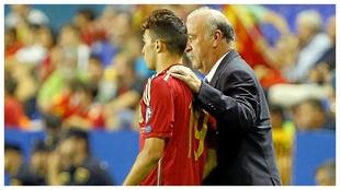 Munir, con Del Bosque, el día de su debut con  España,