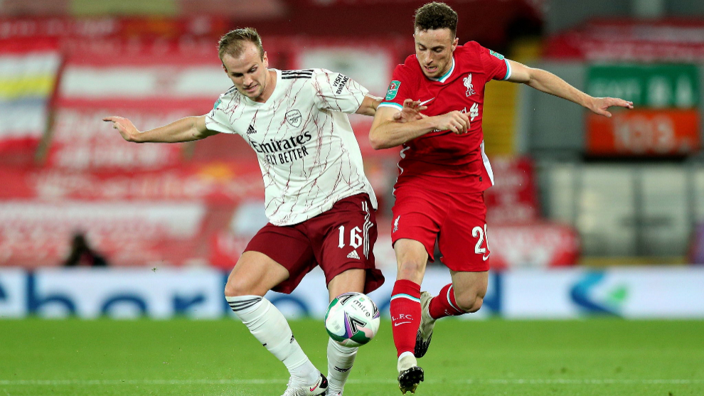 lt;HIT gt;Liverpool lt;/HIT gt; (United Kingdom), 01/10/2020.- Arsenals Rob Holding (L) in action against lt;HIT gt;Liverpool lt;/HIT gt;s Diogo Jota (R) during the English Carabao Cup 4th round soccer match between lt;HIT gt;Liverpool lt;/HIT gt; FC and Arsenal FC in lt;HIT gt;Liverpool lt;/HIT gt;, Britain, 01 October 2020. (Reino Unido) EFE/EPA/Peter Byrne / POOL EDITORIAL USE ONLY. No use with unauthorized audio, video, data, fixture lists, club/league logos or live services. Online in-match use limited to 120 images, no video emulation. No use in betting, games or single club/league/player publications