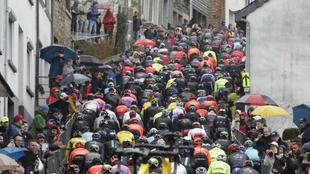 Los ciclistas ascienden unas de las 11 cotas del año pasado.