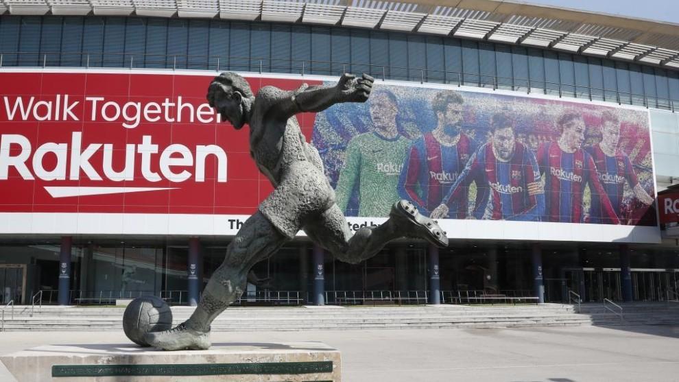 Messi, Pique, De Jong, Ter Stegen and Griezmann are selected for Camp Nou banner