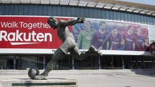 Imagen de la fachada del Camp Nou con el mosaico.