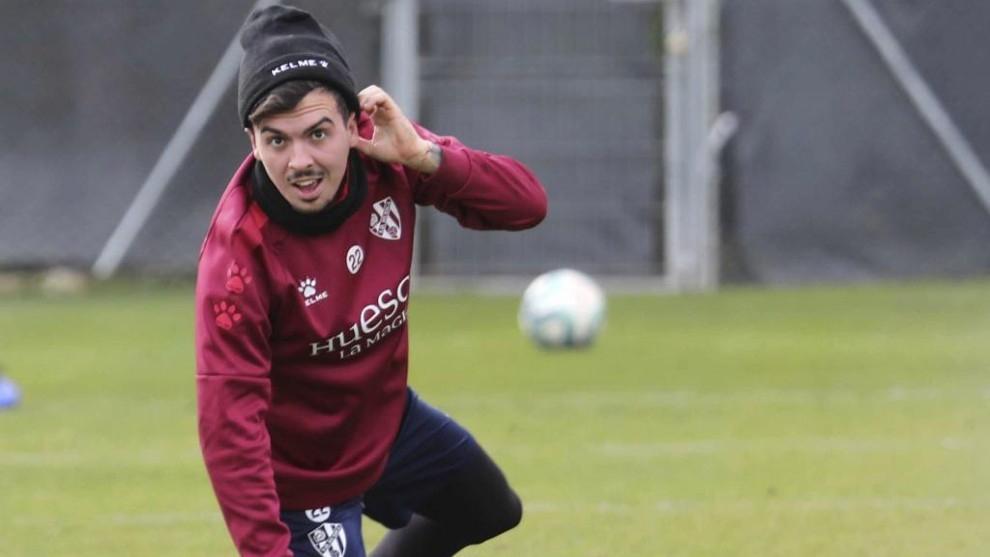 Joaquín Muñoz, durante un entrenamiento con la SD Huesca.