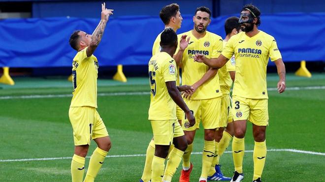 Paco Alcácer celebra un gol con el Villarreal en LaLiga.