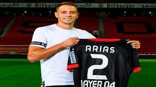 Arias, en su presentación con el Leverkusen.
