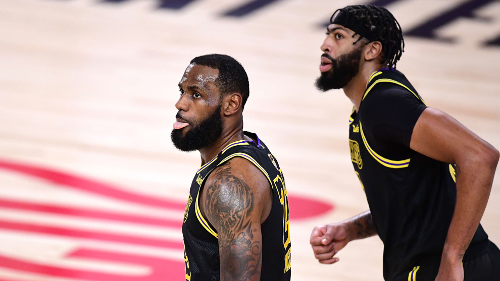 LeBron y Davis en un momento del partido ante los Heat