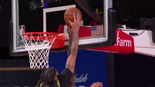 El taponazo más desigual que incendió la NBA: 20 centímetros menos y le hace esto a Davis