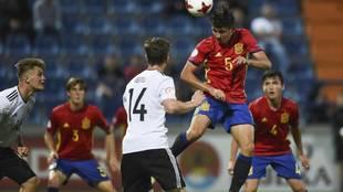 Víctor Chust, en un partido con la selección española sub 17.