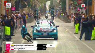 'Supermán' López abandona el Giro: Así ha sido su durísima caída