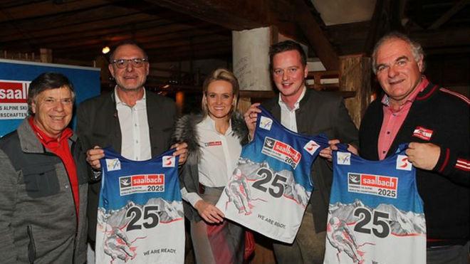 Los miembros de la candidatura de Saalbach.