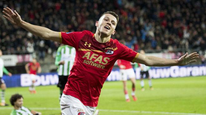 Idrissi celebra un gol con el AZ.