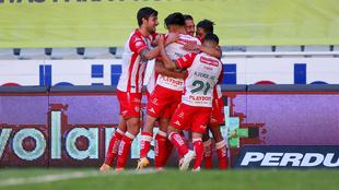 Los Rayos del Necaxa en festejo de gol ante el Atlas