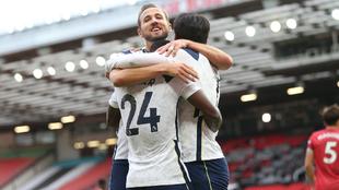 Los jugadores del Tottenham celebran uno de los seis goles metidos...