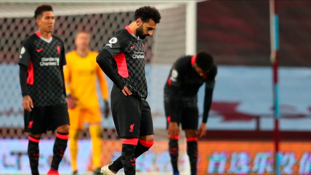 Mohamed Salah se lamenta durante el transcurso del Aston Villa -...