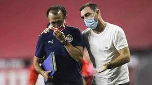 Guede conversó tranquilamente con Carlos Barra después del...