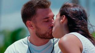 Tom es infiel a Melyssa con Sandra y Mayka besa a Óscar en 'La isla de las tentaciones'