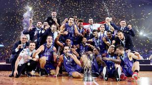 El Burgos conquista la Champions de basket ante el AEK de Atenas.