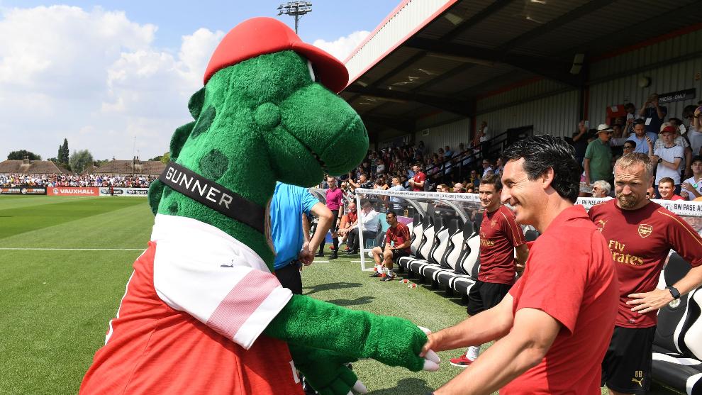 Ni las mascotas se libran de la crisis: el Arsenal despide a Gunnersaurus, talismán del club desde 1993