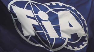 La bandera de la FIA.