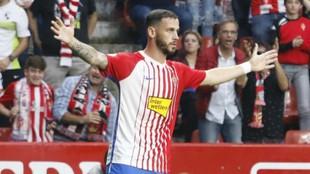 Álvaro Vázquez celebra uno de sus goles con el Sporting