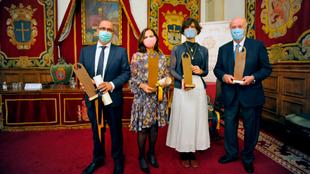 Cuatro de los galardonados en el acto celebrado en el Paraninfo de la...