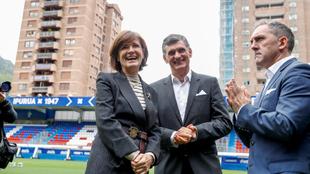 El director deportivo, Fran Garagarza, junto a Mendilibar y Amaia...