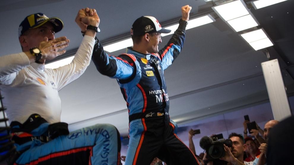 Dani Sordo y Carlos del Barrio celebrando la victoria el pasado año