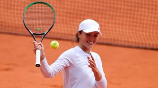 Iga Swiatek en su triunfo ante Nadia Podoroska en Roland Garros 2020.