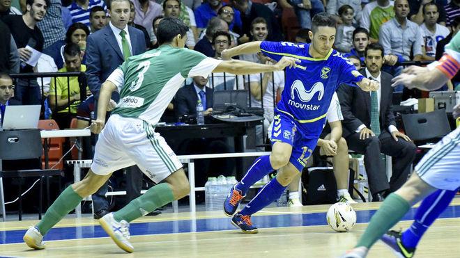 Borja conduce el balón durante el Betis-Movistar Inter de Copa del...