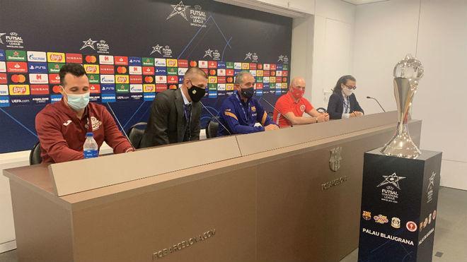 Los cuatro entrenadores de los participantes en la Final Four, en la...